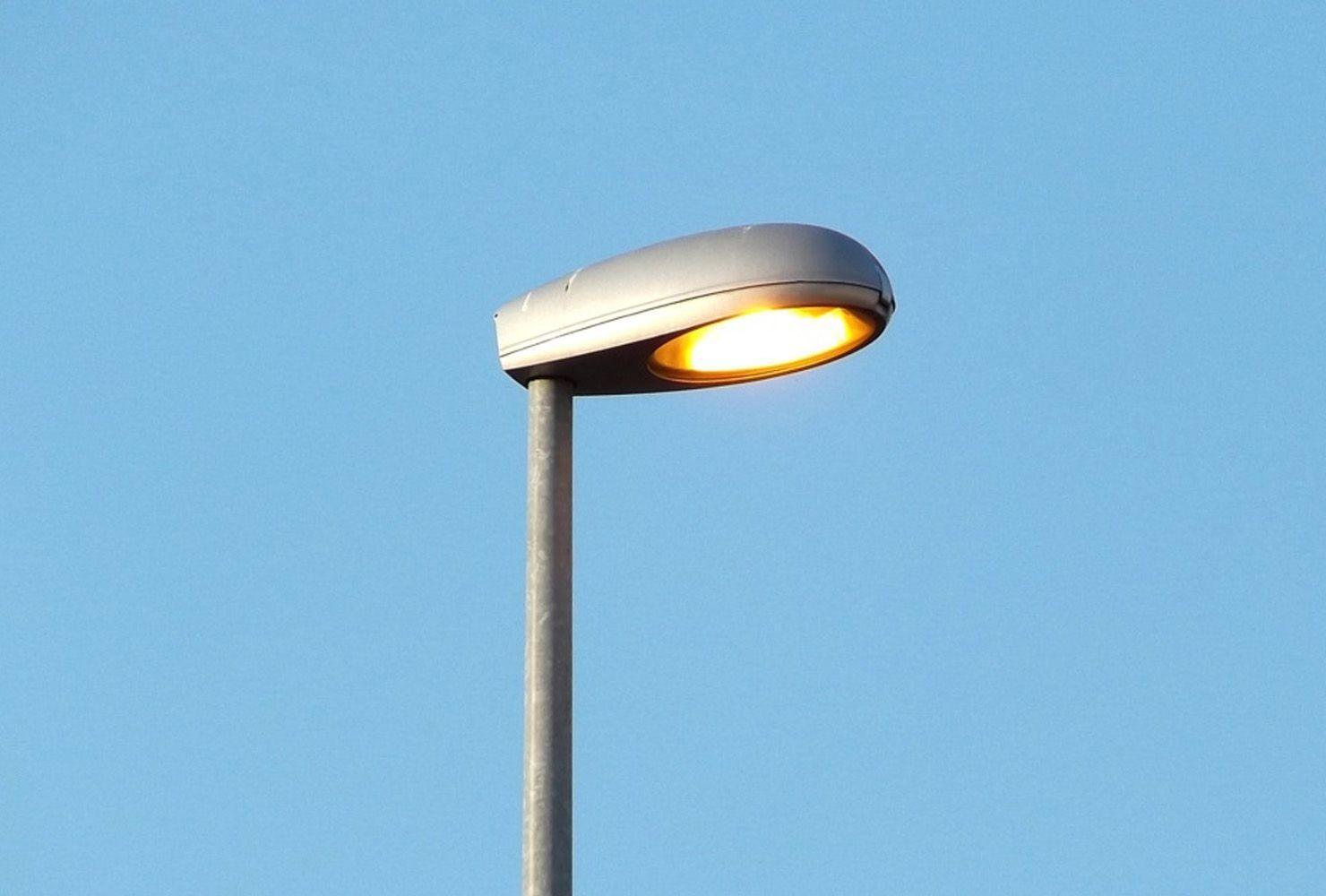 Luminaria Vial Ref. 810 para ambientes urbanos entre otros
