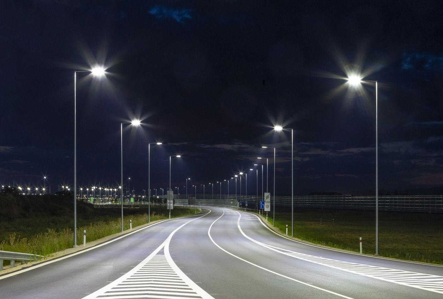 Iluminación de autovías con la Luminaria Vial LED de Mayja