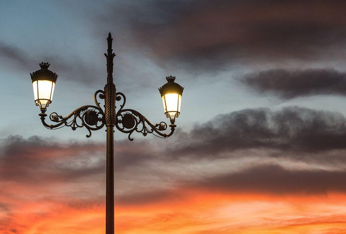 Columna VILLA con brazos Fernandinos puesta de sol