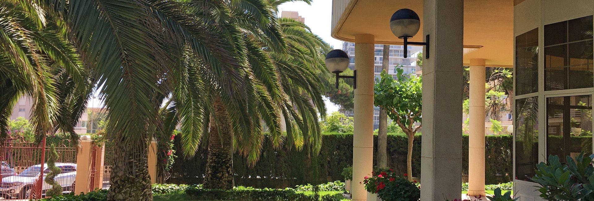 Brazos de pared Funcionales para iluminación en urbanizaciones residenciales